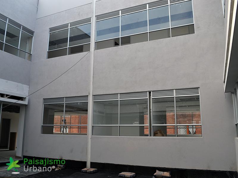 img-fachada-vegetal-centro-medico-compensar-colombia-1
