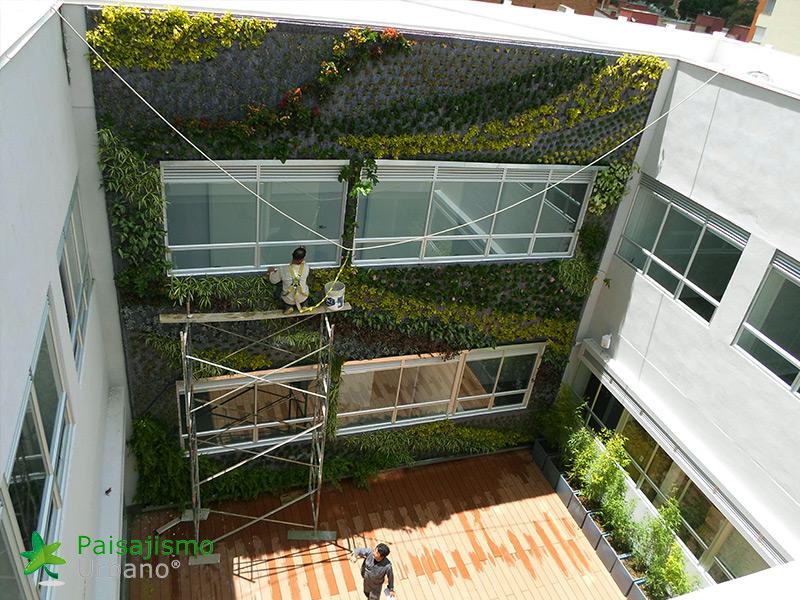 img-fachada-vegetal-centro-medico-compensar-colombia-5