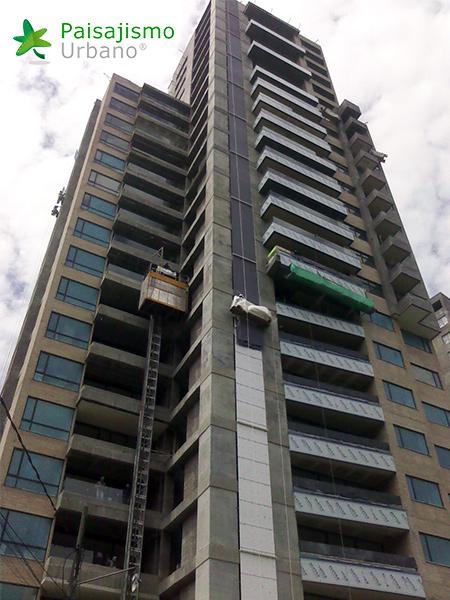 img-jardin-vertical-edificio-green-ecosistema-vertical-medellin-colombia-1