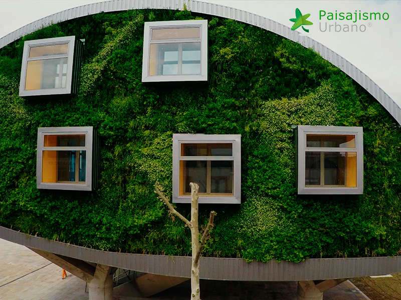 img-jardin-vertical-edificio-inteligente-csi-idea-malaga-10