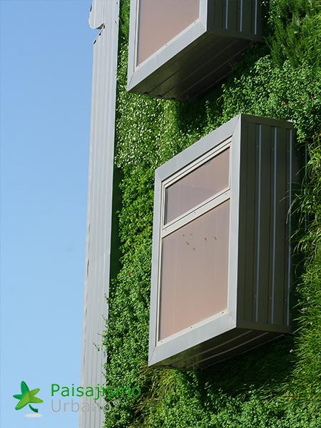 img-jardin-vertical-edificio-inteligente-csi-idea-malaga-11