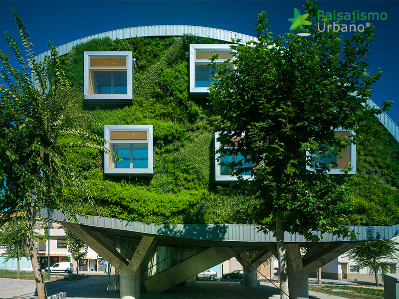 img-jardin-vertical-edificio-inteligente-csi-idea-malaga-12