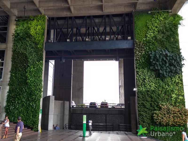 img-jardin-vertical-edificio-inteligente-epm-medellin-colombia-16