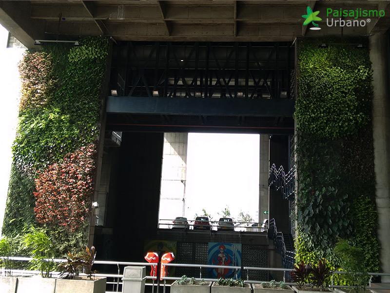 img-jardin-vertical-edificio-inteligente-epm-medellin-colombia-17