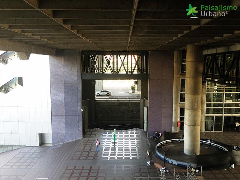 img-jardin-vertical-edificio-inteligente-epm-medellin-colombia-4