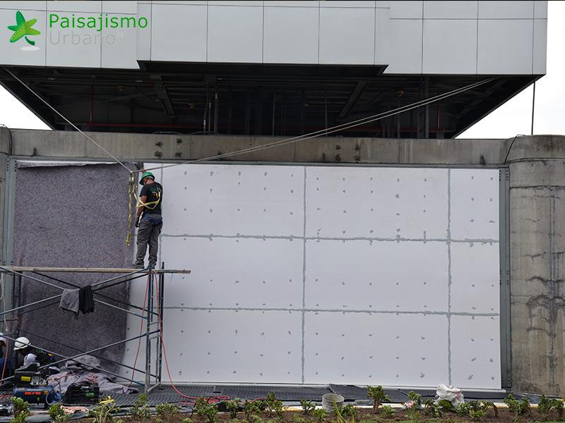 img-jardin-vertical-edificio-inteligente-epm-medellin-colombia-6