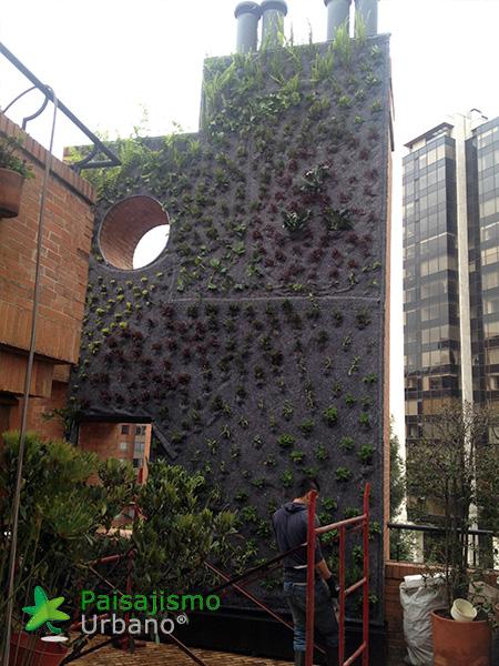 img-jardin-vertical-edificio-privado-apartamentos-colombia-4