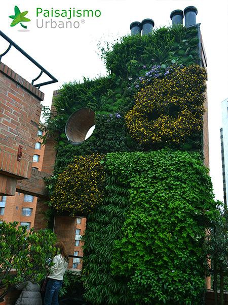 img-jardin-vertical-edificio-privado-apartamentos-colombia-7