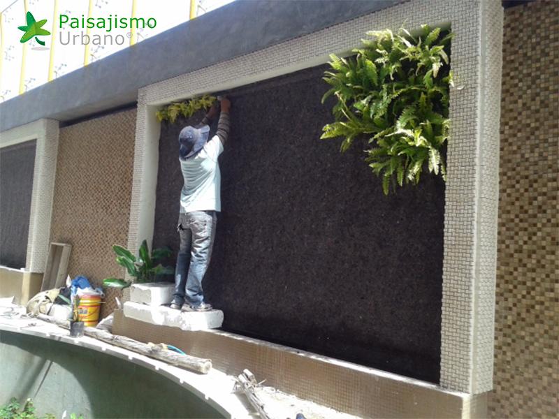 img-jardin-vertical-heladeria-globos-bolivia-1