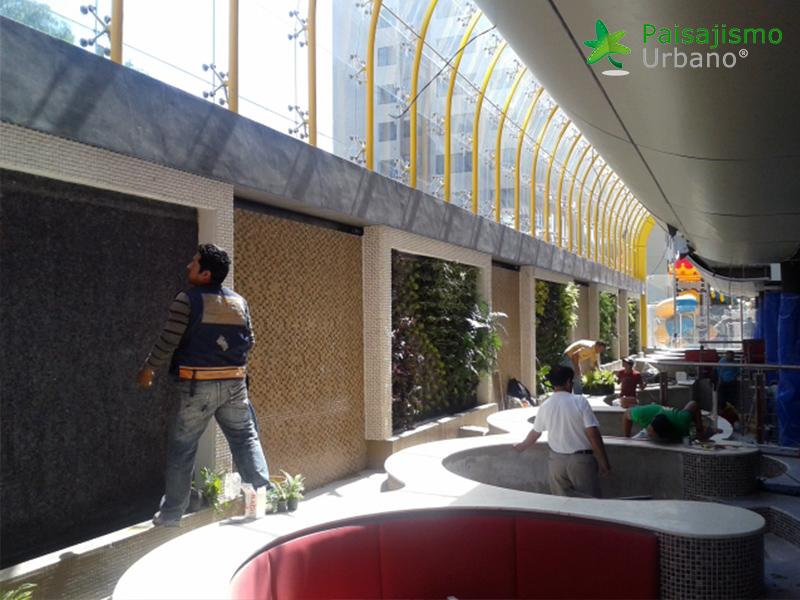 img-jardin-vertical-heladeria-globos-bolivia-2