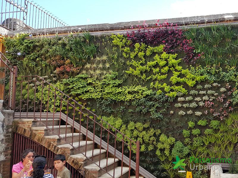 img-jardin-vertical-restaurante-antigua-guatemala-13