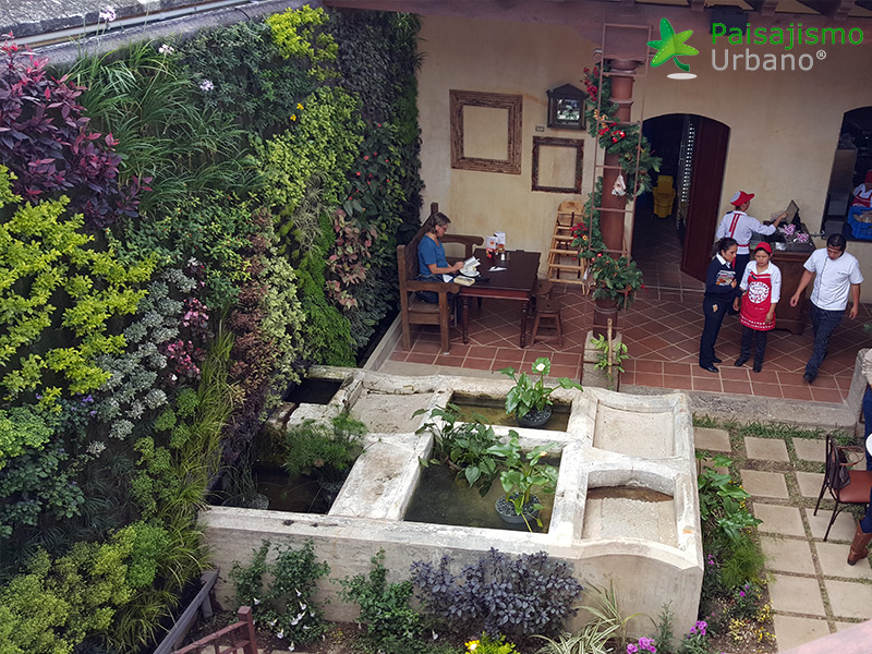 img-jardin-vertical-restaurante-antigua-guatemala-15