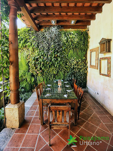 img-jardin-vertical-restaurante-antigua-guatemala-21