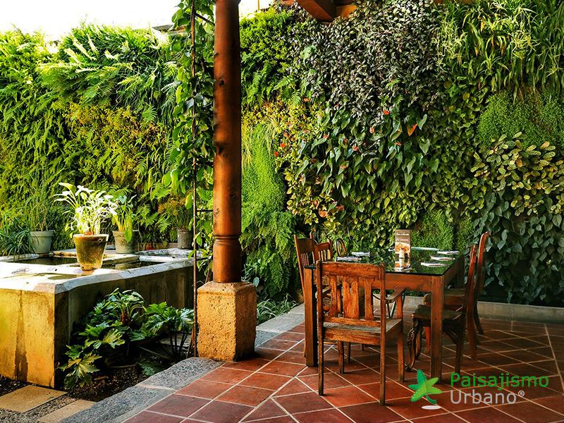 img-jardin-vertical-restaurante-antigua-guatemala-22
