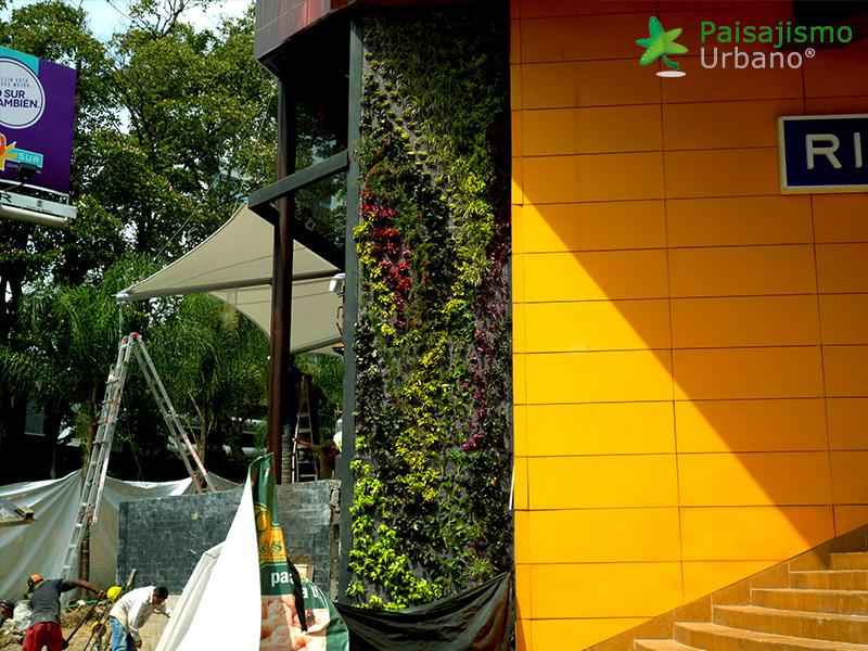 img-jardin-vertical-restaurante-j-c-delicias-medellin-colombia-11