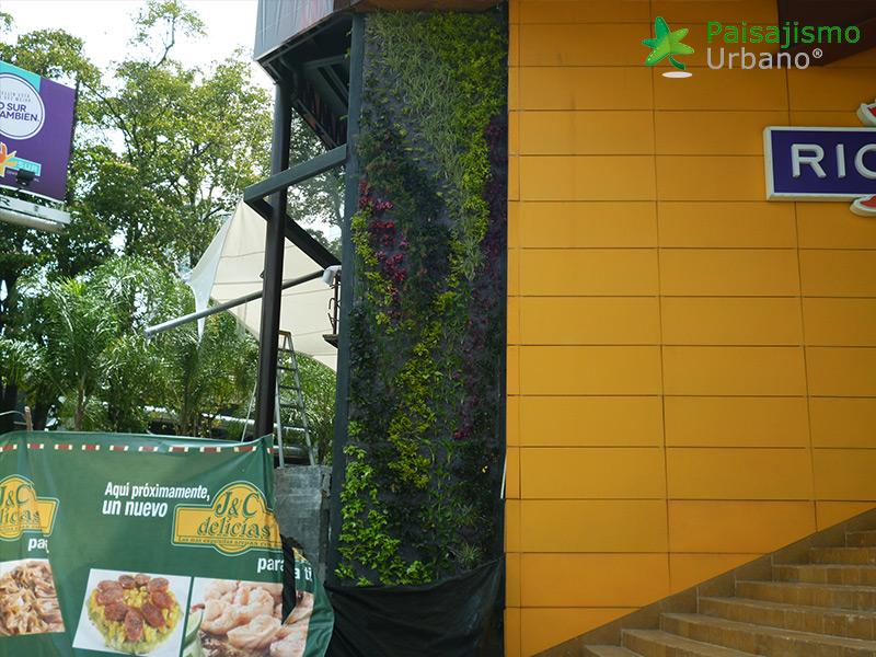 img-jardin-vertical-restaurante-j-c-delicias-medellin-colombia-9
