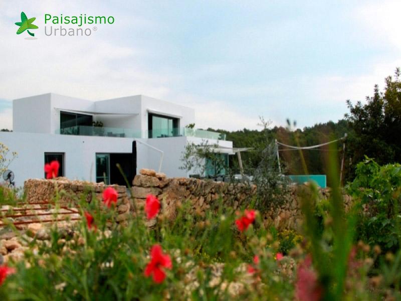 img-jardin-vertical-villa-lujo-ibiza-1