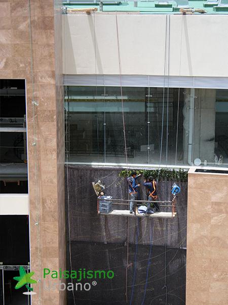 img-jardines-verticales-centro-comercial-quito-ecuador-12