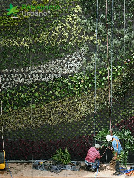 img-jardines-verticales-centro-comercial-quito-ecuador-16