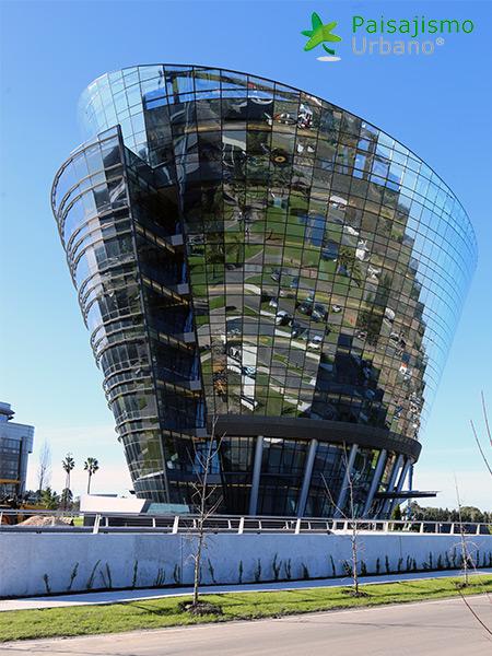img-jardines-verticales-edificio-celebra-uruguay-1