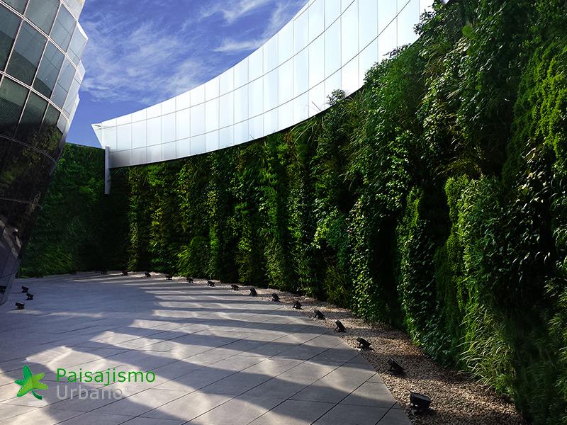 img-jardines-verticales-edificio-celebra-uruguay-16