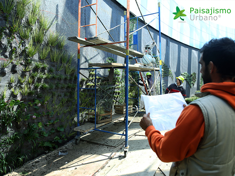 img-jardines-verticales-edificio-celebra-uruguay-8