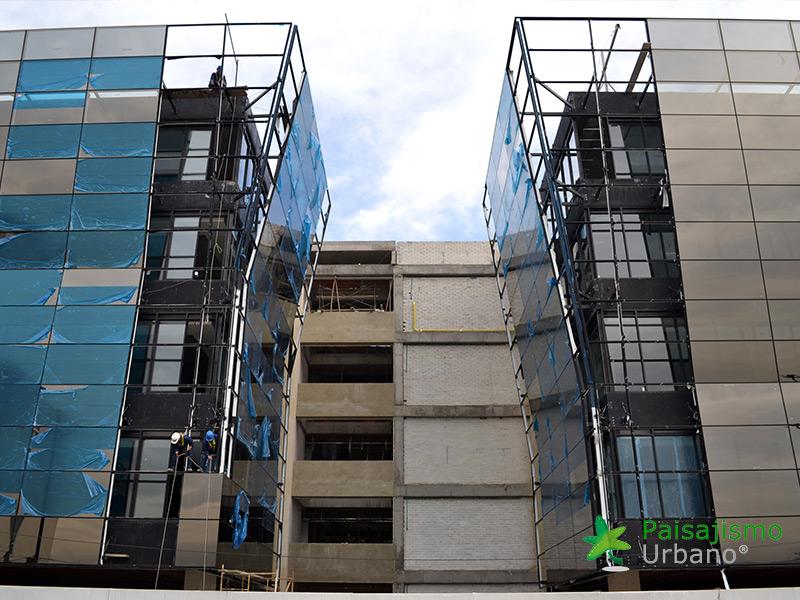 img-jardines-verticales-edificio-connecta-colombia-2