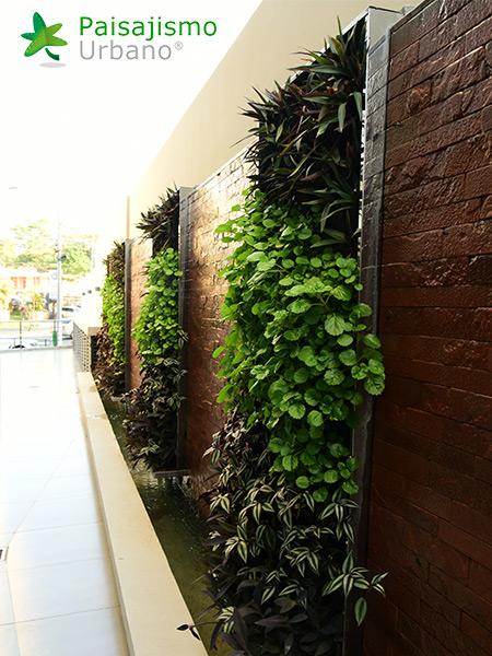 img-jardines-verticales-hotel-aloft-paraguay-2