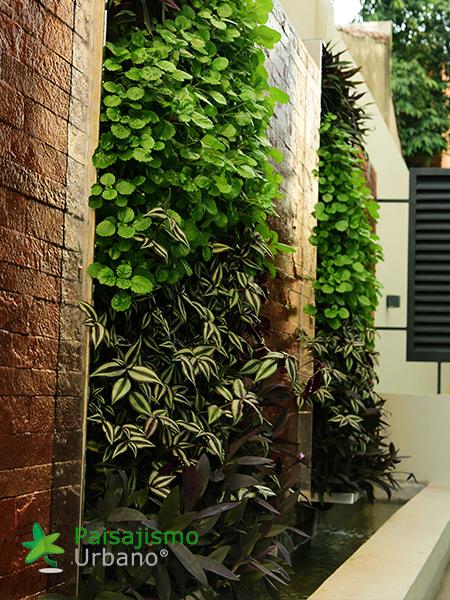 img-jardines-verticales-hotel-aloft-paraguay-6