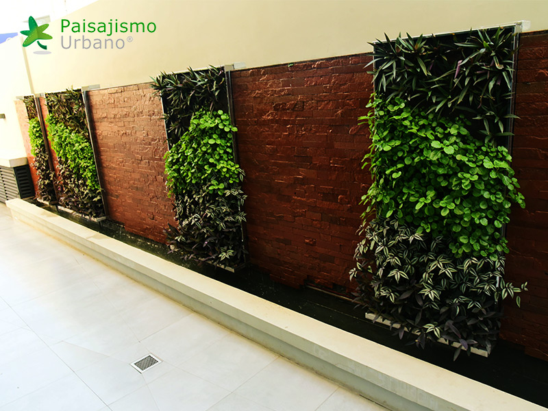 img-jardines-verticales-hotel-aloft-paraguay-7